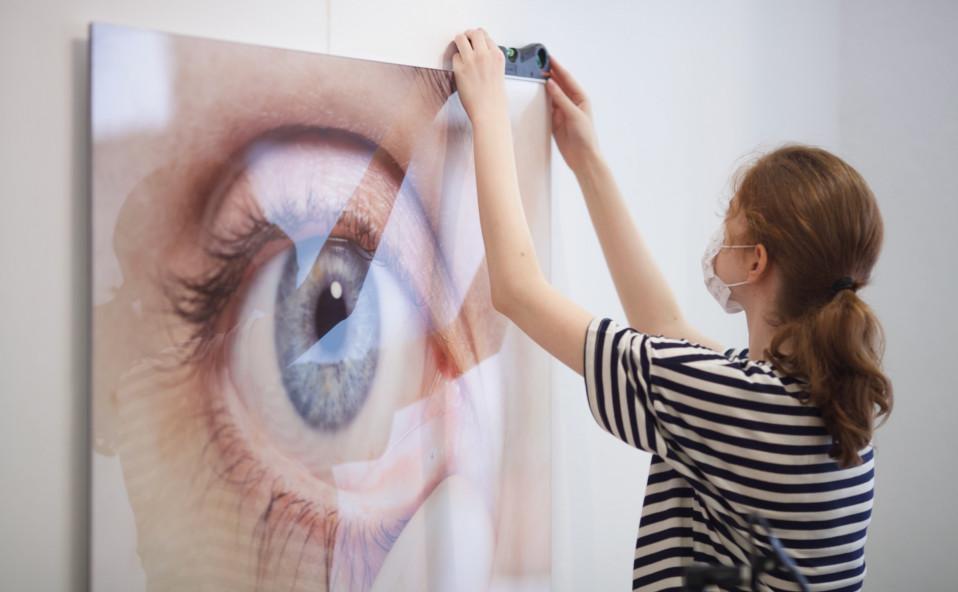 """Galería XF montaje de la próxima exposición: """"Press here"""" Marta Pujades. Nit de l'Art 2021. Inauguració 16 – 18 setembre"""