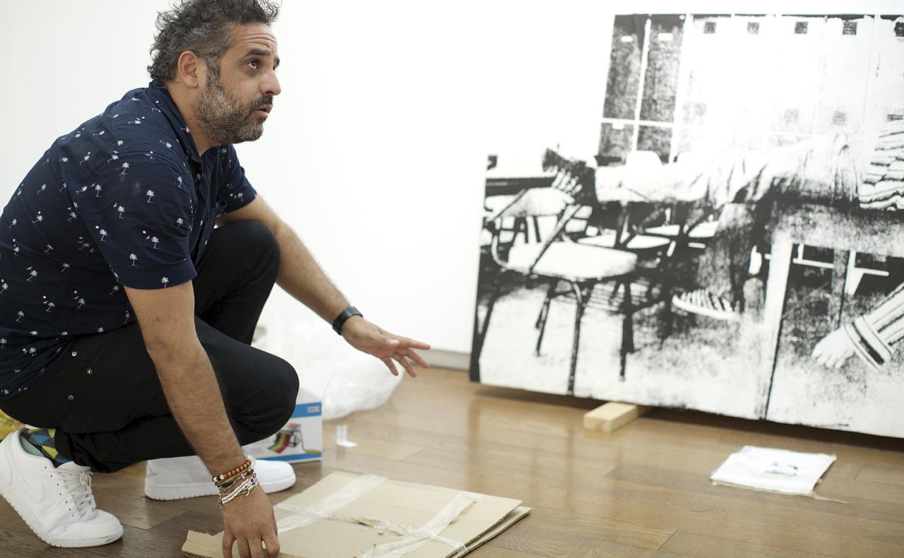 """Alberto Borea. Montaje de la exposición """"Inmigration Line"""""""